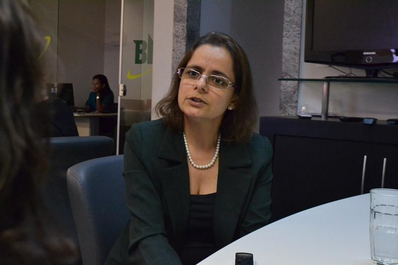 A cirurgiã Ana Rita avalia que a reconstrução das faces das pacientes que passaram por agressão ajuda a superar os traumas gerados pela violência (Foto: Marília Moreira)